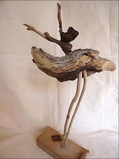 coup de vent (Painting) par nicole agoutin Individuals enjoy to complete to your… Driftwood Sculpture, Driftwood Art, Sculpture Art, Sculptures, Ribbon Sculpture, Driftwood Projects, Wood Creations, Beach Crafts, Wooden Art