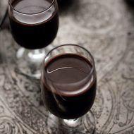 lichior-ciocolata-detaliu Homemade Liquor, Romanian Food, Food Design, Deserts, Food And Drink, Street Food, Lunch, Nutella, Baking