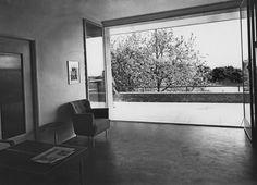 kozma lajos / havas-villa. budapest. hungary. /// 1931. Bauhaus, Budapest Hungary, Old Pictures, Historical Photos, Villa, Art Deco, Windows, Mirror, News