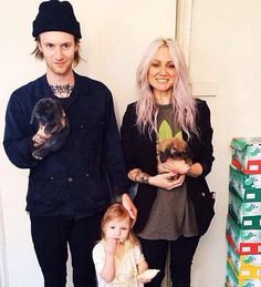 Cutest little hipster family.