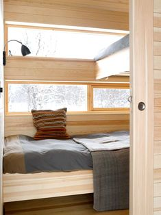 LITTLE AND NICE: The bedrooms are kept to an absolute minimum: 2 x 2 meters. Long windows, high ceilings, wide sliding doors and uniform material use nevertheless give good room feeling, so they are good to retreat to. Scandinavian Cabin, Bunk Rooms, Bedrooms, Cabin Interiors, Cabins And Cottages, Tiny Living, Cool Rooms, Small Spaces, House Design