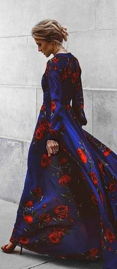 You'll be looking for excuses to show off the Blossom Buddy Red and Navy Blue Floral Print Maxi Dress! Blue floral print maxi dress has a plunging V-neck and sheer long sleeves. Estilo Fashion, Fashion Mode, Look Fashion, Womens Fashion, Street Fashion, Street Chic, Modest Fashion, Dress Fashion, Beautiful Gowns