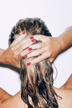 red nails & wet hair #photoinspo
