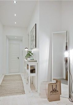 ▷ Ideas to decorate small hallways. Furniture for hallways. and deco - Decoration Hall, Decoration Entree, Hallway Inspiration, Interior Inspiration, Hallway Decorating, Entryway Decor, Ideas Recibidor, Small Hallways, Entry Hall