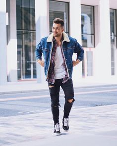 """4,352 mentions J'aime, 46 commentaires - Mensfashion ▪️Street ▪️Style (@mensfashion_guide) sur Instagram : """"Yes or No? Via @gentwithstreetstyle Follow @mensfashion_guide for more! By @marianodivaio…"""""""