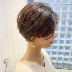 Medium Short Hair, Short Hair Cuts, Medium Hair Styles, Short Hair Styles, Modern Bob Hairstyles, Cool Hairstyles, Asian Bob Haircut, Popular Short Haircuts, Corte Y Color