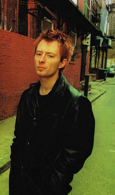 Yorke Great Bands, Cool Bands, Colin Greenwood, Thom Yorke Radiohead, British Boys, Music People, Pop Music, Music Lovers, Celebrity Crush
