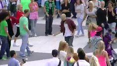Un jeune homme se met à danser lemorceau Beat It,la foule va se réveiller - http://www.newstube.fr/un-jeune-homme-se-met-a-danser-le-morceau-beat-itla-foule-va-se-reveiller/ #BeatIt, #MichaelJackson, #MusiqueMichaelJackson, #Stockholm, #Suède