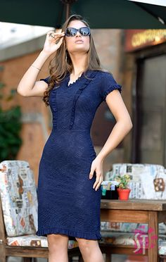 Moda evangelica! Conheça $nome_produto$ na Clássica Moda Evangelica. O site de roupas femininas da mulher cristã. Her Style, Cool Style, Official Dresses, Office Dresses For Women, Yes To The Dress, White Outfits, Feminine Style, Blouse Designs, Lace Dress