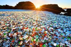 In Northern California, the Glass Beach displays a vast carpet of colored stones glass originating from household waste that was dumped at the site in the early twentieth century