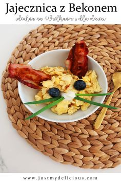 Scrambled eggs with bacon for kids for breakfast or for Easter. Healthy and fit meal for everyone. Cute and yummy bunny! Easter Garden, Scrambled Eggs, Cute Food, Food Styling, Food Art, Food Photography, Lunch, Meals, Healthy