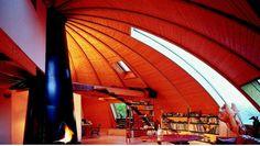 O arquiteto Patrick Marsilli criou uma casa perfeita para que seus moradores façam o melhor proveito da luz do sol. Seja para escapar do calor durante o verão ou para se esquentar com o sol do inverno, não é preciso mudar de cômodo