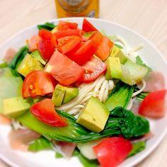 アボカドとトマトを使って♪ ポン酢と辣油を少し!  青梗菜やら、ほうれん草・生ハムも一緒〜d(^_^o) - 13件のもぐもぐ - サラダうどん〜 by riesuzuki1sjN