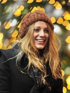 【ELLEgirl】ニット帽でカジュアルダウン|セリーナorブレア、どちらがお好み? 「ゴシップガール」ヒロイン2人のヘアスタイル対決!|エル・ガール・オンライン