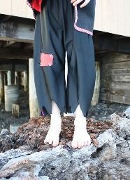Tutorial: Raggy patchy pirate's pants · Sewing | CraftGossip.com