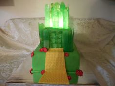 Wizard of Oz Cake and cupcakes, Emerald City, lighted cake