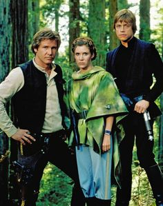 """Harrison Ford, Carrie Fisher, and Mark Hamill while filming """"Star Wars: Return of the Jedi"""". Mark Hamill, Chewbacca, Star Wars History, Jon Favreau, Leia Star Wars, Star Wars Outfits, Star Wars Film, Star Wars Baby, Star Wars Gifts"""