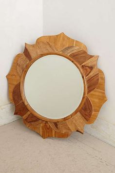 The tutorial will show you how to make an Anthropologie Inspired DIY Mirror for a fraction of the cost. Mirror Crafts, Diy Mirror, Wood Mirror, Mirror Ideas, Unique Wallpaper, Home Wallpaper, Woodworking Projects Diy, Diy Projects, Starburst Mirror