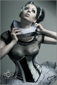 Royal Black Couture & Corsetry. http://www.royalblack.at/#