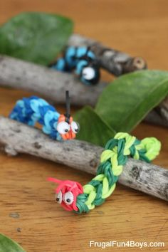 Rainbow Loom Caterpillars - HOW CUTE! These would be fun to make and play with for a bug theme.