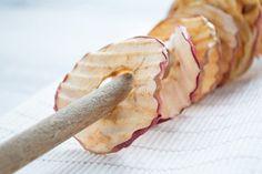 Obst-Chips - Rezept Banana, Fruit, Food, Chips Recipe, Children Health, Kid Recipes, Oven, Food Food, Simple