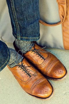 Men's style For fall: Levi's grey marled wool socks, Allen Edmonds cap-toe oxfords with brogue detailing in a rich and warm walnut color. Me Too Shoes, Men's Shoes, Shoe Boots, Dress Shoes, English Gentleman, Gentleman Style, Sharp Dressed Man, Well Dressed Men, Tan Brogues