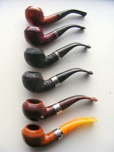 I'm admittedly super-partial to Rhodesians but the Peterson 999 is easily one of the most graceful examples of the style. Tobacco Pipe Smoking, Tobacco Pipes, Smoking Pipes, Cigar Smoking, Good Cigars, Cigars And Whiskey, Smoke Art, Up In Smoke, Peterson Pipes