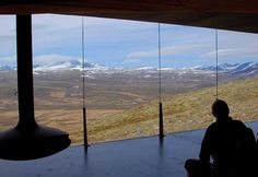 edificio sostenible para observar a los ciervos en su entorno en el Parque Nacional de Dovrefjell (Noruega)