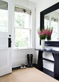 Looking for entryway ideas? Here are ideas for entryway and mudroom organization to give your guests a warm welcome. Design Entrée, Home Design, Design Ideas, Design Room, Blog Design, Home Interior, Interior Decorating, Interior Design, Decorating Ideas