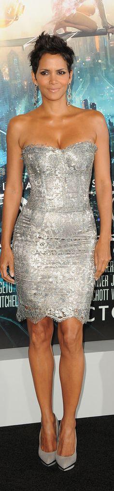 Halle Berry. Para más de moda y tendencias visita el blog que además te asesora con tu imagen www.tuguiafashion.com