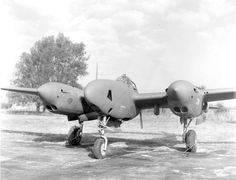 Lockheed P-38F-5B Lightning photo-reconnaissance variant (note cameras, rather than weapons, on nose) (USAF)