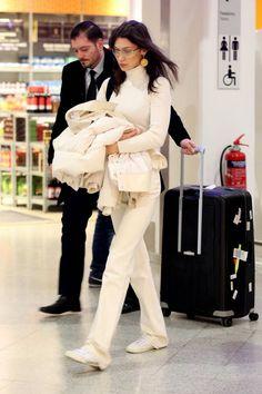 out in Milan, Italy Bella Hadid Outfits, Bella Hadid Style, Bella Gigi Hadid, Fashion Bella, Look Fashion, Fashion Models, Fashion Outfits, Celebrity Style Inspiration, Mode Inspiration