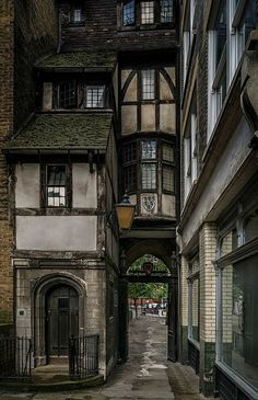 Old London . - Old London architecture design Surrender yours - Old London, London Pubs, London City, London Style, London House, Streets Of London, Old Street London, London Places, City Streets