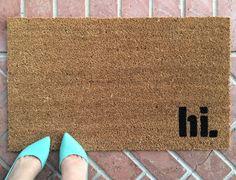 Unsere hi Fußmatte ist der perfekte Weg, um einen einladenden und clever-Eintrag erstellen Weg! Unsere Willkommen Matten sind handbemalt und