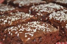 Anne Karin`s Mat og Vin: Barnas favorittkake - Sjokoladekake i langpanne Something Sweet, No Bake Desserts, Let Them Eat Cake, Food For Thought, Cake Recipes, Sweet Tooth, Muffins, Food And Drink, Cooking Recipes