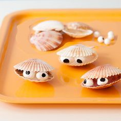 #DIY Clamshell Friends Craft: Bring the beach home! Make this cute craft out of clamshells you collect on vacation and itll feel like you never left.