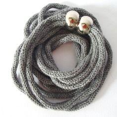 Collana da donna in lana, tonalità grigio