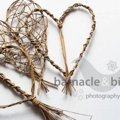 Willow hearts ideas and inspiration Willow Weaving, Basket Weaving, Willow Furniture, Willow Garden, Living Willow, Twig Art, Willow Branches, Paper Weaving, Outdoor Crafts