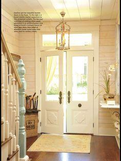 Love the window above the door.