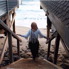 Indonesian tribe house on the shore Hijab Style, Hijab Chic, Hijabi Girl, Girl Hijab, Muslim Girls, Muslim Women, Hijabs, Muslim Fashion, Hijab Fashion