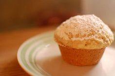 Pour changer des donuts et changer des muffins, faites des muffins façon donut. Moelleux et sucrés, ils sont délicieux.