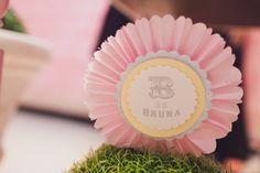 TAG feita com roseta de papel seda e scrap para a #festabdebruna balão, bailarina, bossa-nova, borboleta, babados, bombom, balinha, batatinha, bolinha de sabão, bicicleta...