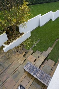 staggered upright slabs make a wall or even a retaining embankment Avant-garde garden by Patrizia Pozzi