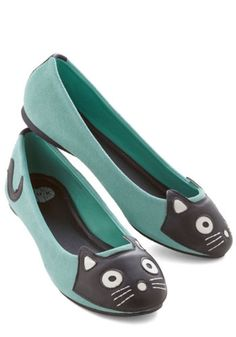 T.U.K. Kawaii Up Your Alley Cat Flat in Mint