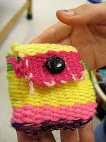 5th graders weave pouches!