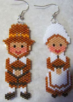 Artículos similares a Hand Beaded Pilgrims earrings en Etsy Pony Bead Patterns, Beaded Jewelry Patterns, Peyote Patterns, Beading Patterns, Brick Stitch Earrings, Seed Bead Earrings, Beaded Earrings, Seed Bead Projects, Beading Projects