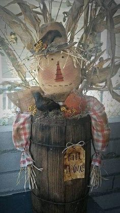 What an adorable fall Scarecrow !!!! Put him in an old bucket and make a great arrangement. Make 1 or as many pumpkins as you like to decorate. Listing if for Pattern Only. Primitive Scarecrows, Fall Scarecrows, Primitive Crafts, Vintage Halloween, Fall Halloween, Halloween Crafts, Halloween Party, Halloween Costumes, Vintage Witch