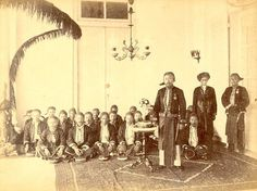 Regent van Garu en inlandse hoofden van de Preanger., Java, Indonesië (1860-1880)