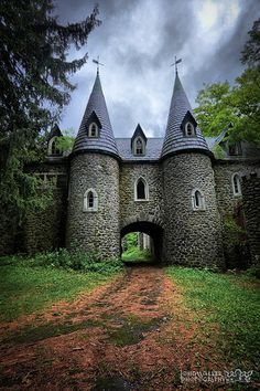 Ravenloft Castle. Sitting high on a dark hillside outside of a town in Upstate New York, Ravenloft Castle looks like it escaped from the pages of Grimm's fairy tales. With Gothic windows, turrets, towers, steep parapeted roofs, crumbling walls & a courtyard overgrown with shrubs & trees, Ravenloft Castle has been a source of stories for almost 100 years. Design of the castle is thought to have been inspired by late 19th cen. medieval European castles in Scotland.