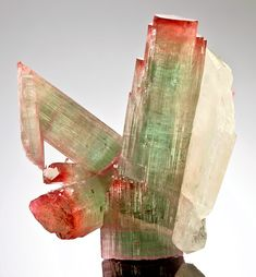 ⚒ Gemmy red capped Tourmaline with doubly terminated Quartz - from Pedeneira claim, Brazil *Photo : © exceptionalminerals Minerals And Gemstones, Rocks And Minerals, Natural Gemstones, Cool Rocks, Beautiful Rocks, Stones And Crystals, Gem Stones, Mineral Stone, Rocks And Gems